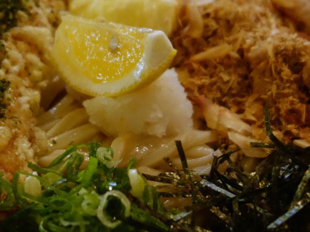 半熟玉子とちくわ天ぶっかけうどん(780円)