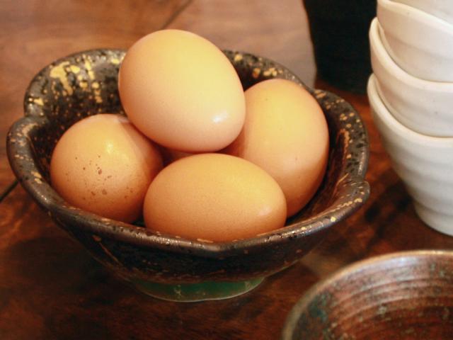 生しらす丼にかける生卵