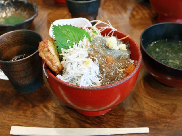 湘南しらすの三色丼(1,480円)