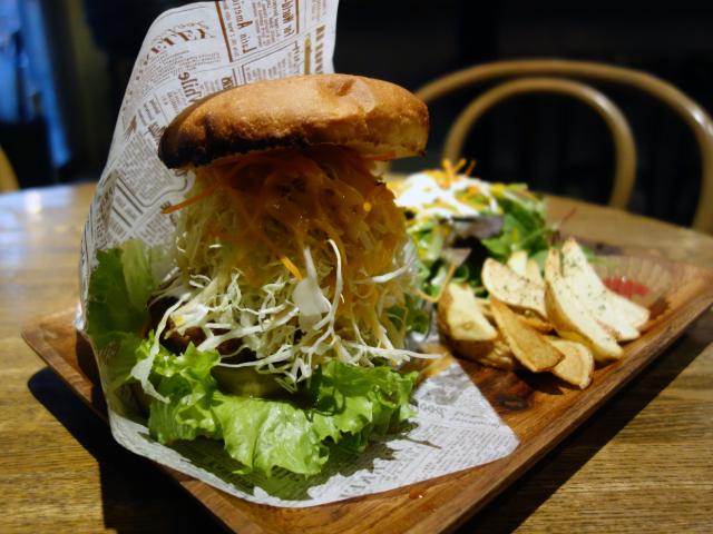 照り焼きマヨバーグ ランチセット(ポテト&オーガニックサラダ付)1,200円