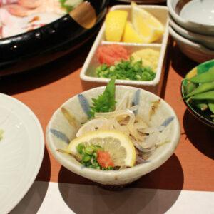 新鮮な海の幸と山の幸が楽しめる和食鍋処『すし半』で鍋と寿司を食べてきた。かつお出汁で頂く『うどんすき』がオススメ!