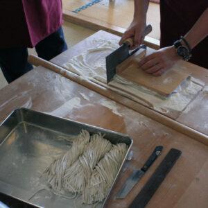 山梨県北杜市『体験工房あけの』で蕎麦打ち体験をしてきました。気分は完全に蕎麦職人!