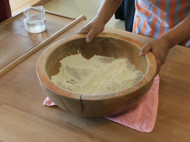 蕎麦粉を用意します