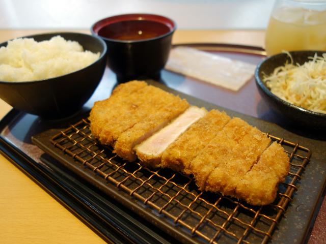 ロースとんかつ定食(1,100円)