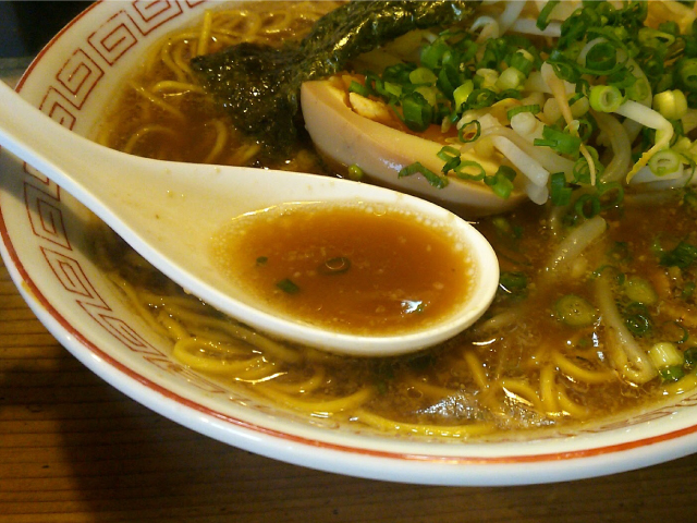 とんこつ正油スープ