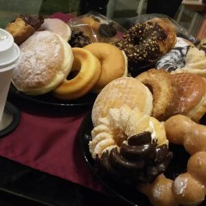 元ミスド店員がコンビニとミスドのドーナツを食べ比べてみた。カロリーなんて気にしない。