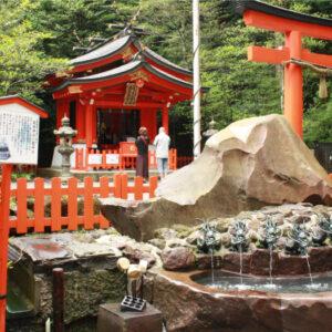 箱根のパワースポット『箱根神社』へ。九頭龍神社の龍神水で心も体も清められてきた。