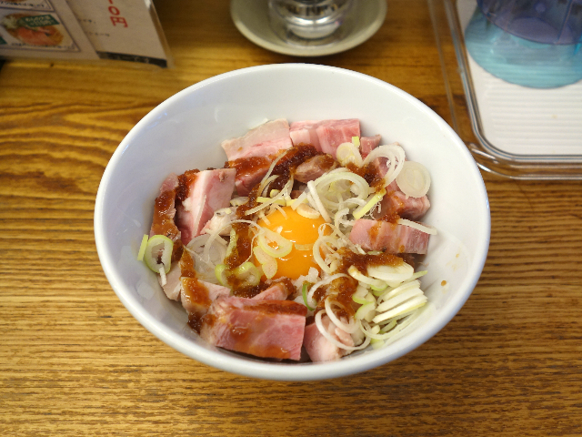 レアチャーシュー丼(410円)