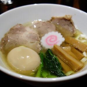 堺市南区深阪のラーメンラボ『うさぎプラス』中華そばの澄みきった清湯スープは完成度が高い!
