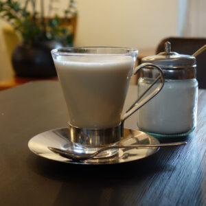 地元食材をたっぷり使うお洒落なカフェ『ダイニングカフェスクエア』で美味しいカフェラテと泉北産八朔のクリームチーズパフェ【dining cafe SQUARE】