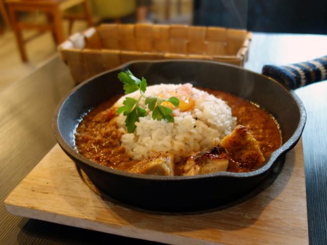 国産若鶏ひき肉の焼きカレーライス&鶏もものタンドリーチキン(750円)