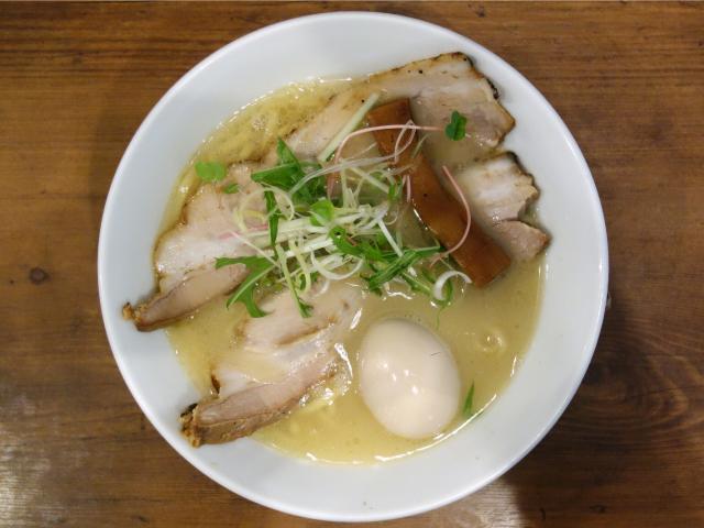 トリ塩パイタン ロケキチ特別ラーメン(950円)