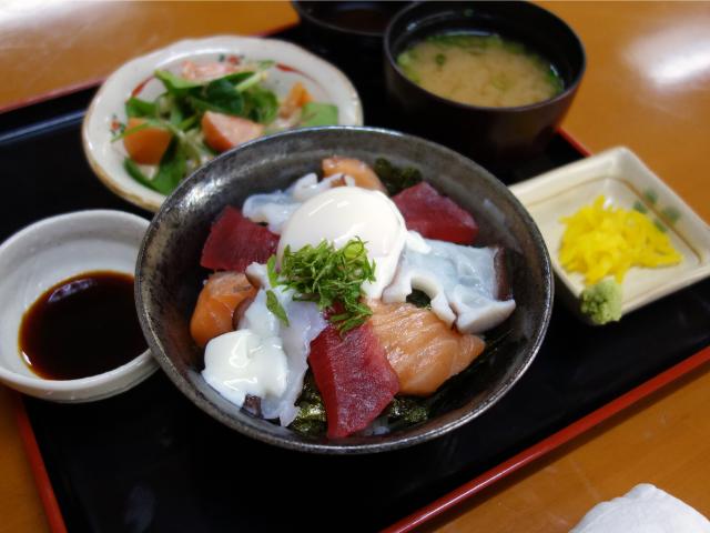 海鮮丼セット(800円)